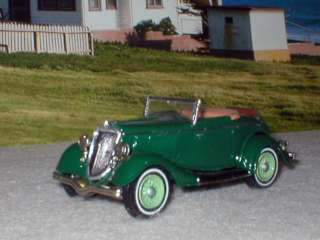 FORD V  8 ROADSTER WITH RUMBLE SEAT 143 RARE WHITE METAL MODEL
